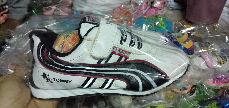 ร้านรองเท้า sneaker